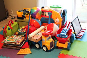 12 Ways to Organize Playrooms (Frugally!)